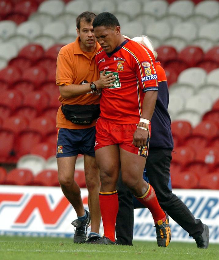 Photo. Henry Browne..29/08/2004..London Broncos v Wakefield Trinity Wildcats Tetley's Superleague IX...Mal Kaufusi gets injured.