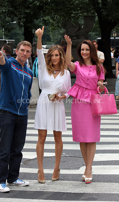 WWW.ACEPIXS.COM . . . . .  ....September 8 2009, New York City....Director Michael Patrick King and actresses Sarah Jessica Parker and Kristin Davis on the Fifth Avenue set of the new 'Sex and the City' movie on September 8 2009 in New York City....Please byline: AJ Sokalner - ACEPIXS.COM..... *** ***..Ace Pictures, Inc:  ..tel: (212) 243 8787..e-mail: info@acepixs.com..web: http://www.acepixs.com