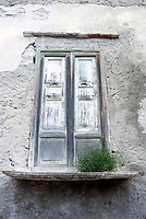 ITA, Italien, Sizilien, Liparischen Inseln, Hauptinsel Lipari, Lipari-Stadt: altes Fenster, Gebaeude | ITA, Italy, Sicily, Aeolian Islands or Lipari Islands, main island Lipari, Lipari-town: old window (former balcony) of residential building