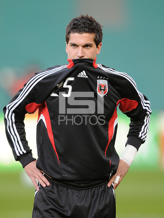 DC United forward Santino Quaranta (25) during pre-game warm ups.    DC United defeated FC Dallas 2-0 in the first home  game of the US. Open Cup tittle at  RFK Stadium, Wednesday April 22, 2009.