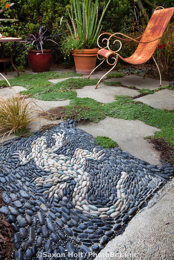 Whimsical Iguana lizard pebble mosaic in California patio garden - Sherry Merciari garden
