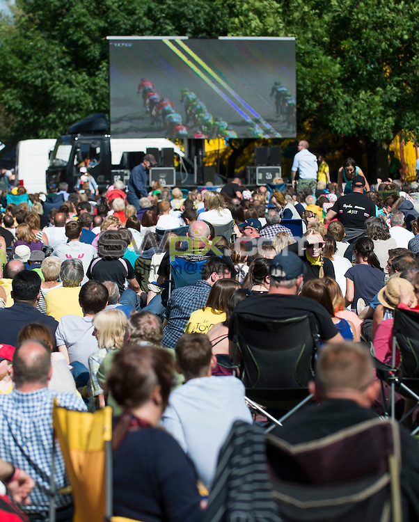 Picture by Allan McKenzie/SWpix.com -  05/07/2014 - Cycling - Tour de France 2014 Grand Depart - Stage 1, Leeds to Harrogate - Yorkshire, England - Spectators watching the race at the Ilkley fan hub.