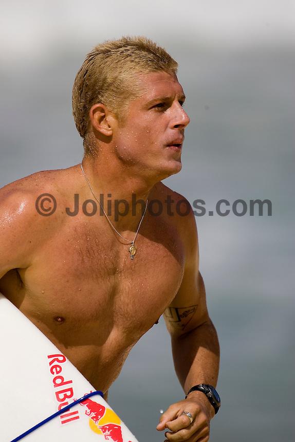 MICK FANNING (AUSTRALIA) surfing on the North Shore of Oahu, Hawaii. Photo: Joli