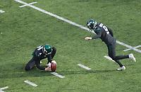 kicker Sam Ficken (9) of the New York Jets beim Field Goal mit punter Lac Edwards (4) of the New York Jets - 08.12.2019: New York Jets vs. Miami Dolphins, MetLife Stadium New York