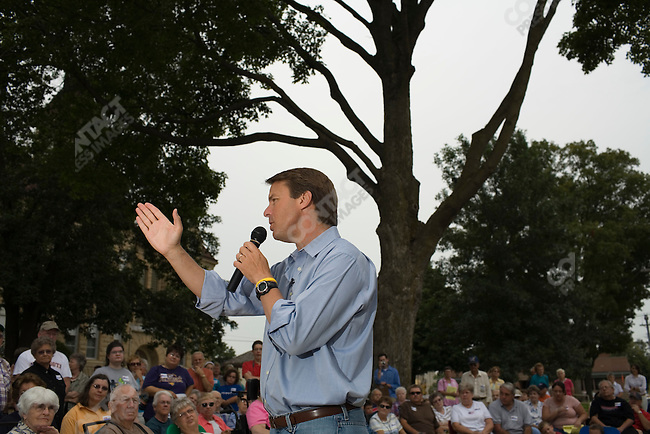 Former Senator John Edwards (D-North Carolina), potential Democratic presidential candidate, campaigns outside of the Grundy County Courthouse. Grundy Center, Iowa, August 16, 2007.