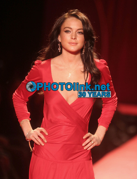 Lindsay Lohan 2006<br /> THE HEART TRUTH''  RED DRESS COLLECTION FASHION SHOW AT BRYANT PARK<br /> Photo By John Barrett/PHOTOlink.net