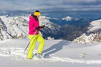 Europe, Autriche, Tyrol (Land), Tyrol du Nord, env de  Hall en Tyrol: Randonnée en raquettes // Europe, Austria, Tyrol (state), Near Hall in Tirol: Snowshoeing<br /> Auto:N° 2014-175
