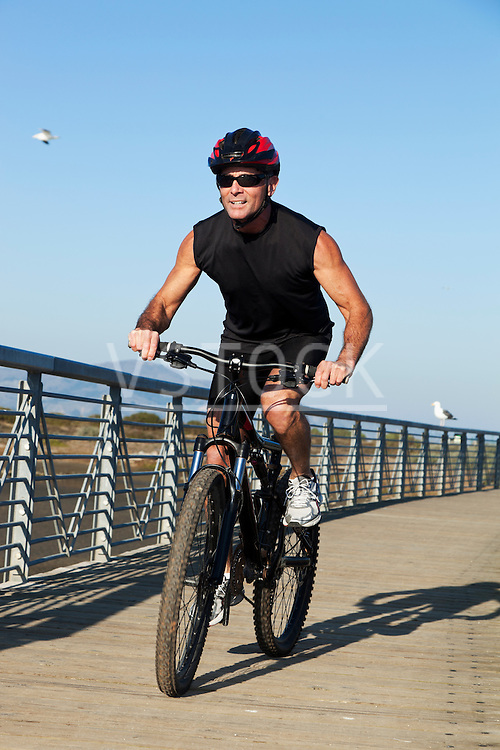 USA, California, San Francisco, Cyclist on wood boardwalk