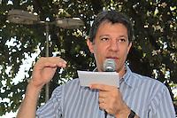"""SÃO PAULO,SP, 22.08.2015 - HADDAD-SP - O Prefeito de São Paulo Fernando Haddad durante visita à Ação Integrada """"Prefeitura no Bairro"""" na Praça Inácio Dias em Perus região noroeste de São Paulo na manhã deste sábado (22). (Foto : Marcio Ribeiro / Brazil Photo Press)"""