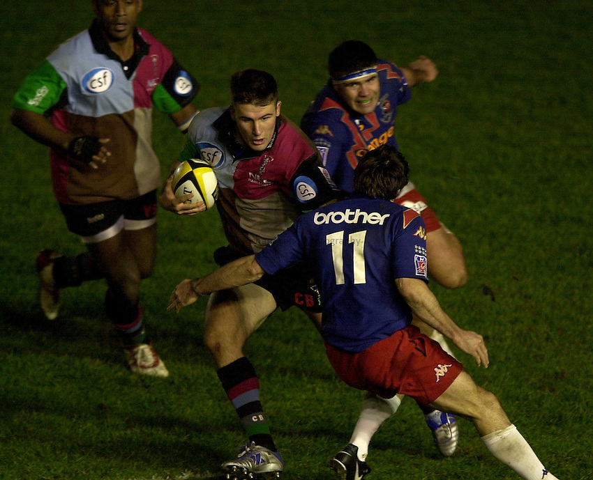 Photo. Richard Lane. .NEC Harlequins v Stade Francais. Parker Pen Challenge Cup 7th December, 2002.Chris Bell attacks.