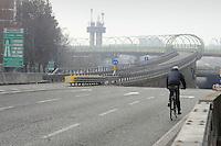 Milano 28/12/2015 - primo giorno di blocco totale del traffico per il superamento dei limiti consentiti  di inquinamento, smog e polveri sottili