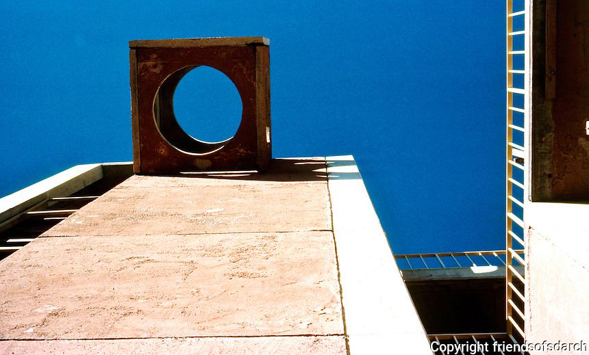 Paolo Soleri: ARCOSANTI belfry. Photo '76.