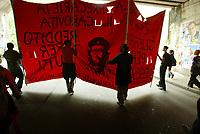 Roma, 2 giugno, 2004. Manifestazione di protesta dei pacifisti contro la parata militare del 2 giugno