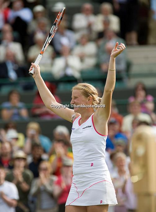 26-6-08, England, Wimbledon, Tennis,  Sharapova   Kudyavtseva in jubilation after defeating  Sharapova