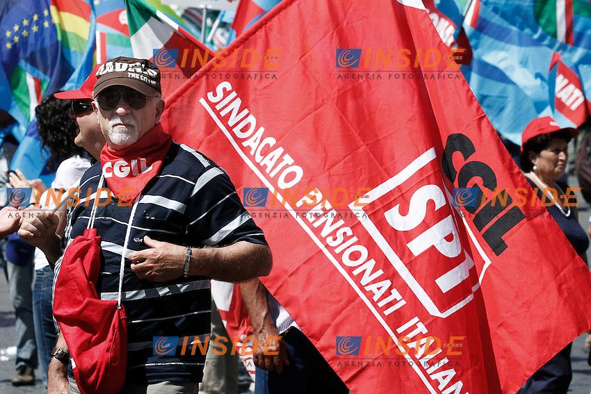 Manifestanti.Roma 16/06/2012 Manifestazione nazionale dei Sindacati CGIL, CISL e UIL contro la riforma del mercato del lavoro..Foto Serena Cremaschi Insidefoto