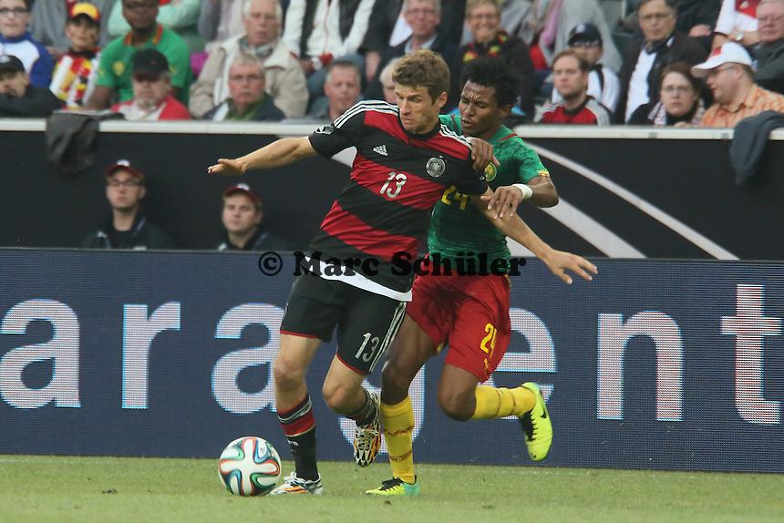 Thomas Müller (D) gegen Cedric Djeugoue (CAM) - Deutschland vs. Kamerun, Mönchengladbach
