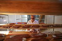 Bottarga di muggine- azienda l'oro di Cabras dei fratelli Manca - il titolare signor Mario al lavoro