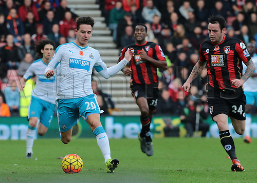 07.11.2015. Vitality Stadium, Bournemouth, England. Barclays Premier League.Florian Thauvin of Newcastlen brings the ball forward as Lee Tomlin of Bournemouth  adds the pressure,  as Newcastle hold on for the win under a lot of Bournemouth pressure