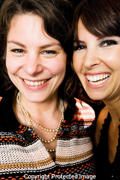 Nederland, Utrecht, 27 september 2008. Nederlands Film Festival 2008. Portret Rifka Lodeizen (links) en Femke Lakerveld (rechts), actrices. Foto: Bram Belloni /// The Netherlands, Utrecht, 27 September 2008. The Netherlands Film Festival 2008. Portrait Rifka Lodeizen (left) en Femke Lakerveld (right), dutch actresses. Photo: Bram Belloni /// © 2008 Bram Belloni, all rights reserved /// Copyright information: http://www.belloni.nl /// bram@belloni.nl /// +31626698929 /// Reference code: 080927227 Lodeizen - Lakerveld.jpg, The Netherlands/NLD, Utrecht, 27SEP08