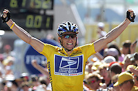 22.07.2004 US cyclist and five time Tour winner Lance Armstrong (R) of Team US Postal Service, wearing the yellow jersey of the front-runner, gestures and cheers as he wins the 17th stage  of the Tour de France in Le Grand-Bornand, France, 22 July 2004. The 17th stage covered a distance of 204,5 km from Bourg-D' Oisans to Le Grand-Bornand and included the highest point of 2,000 meters on this year's tour. In the end, Armstrong won the stage, for the fourth time since the start of the tour, and the team time trial.
