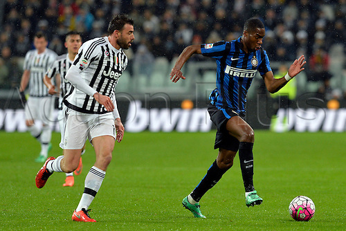 28.02.2016. Juventus Stadium, Turin, Italy. Serie A Football. Juventus versus Inter Milan. Geoffrey Kondogbia breaks forward watched by Andrea Barzagli
