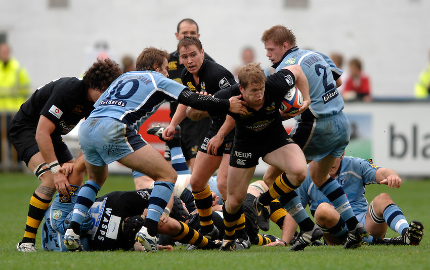 Photo: Richard Lane..Cardiff Blues v London Wasps. EDF Anglo-Welsh Cup. 30/09/2006. .Wasps' Tom Rees attacks.