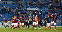 Calcio, Serie A: Roma-Genoa. Roma, stadio Olimpico, 12 gennaio 2014.<br /> AS Roma players greet fans at the end of the Italian Serie A football match between AS Roma and Genoa, at Rome's Olympic stadium, 12 January 2014. AS Roma won 4-0.<br /> UPDATE IMAGES PRESS/Riccardo De Luca