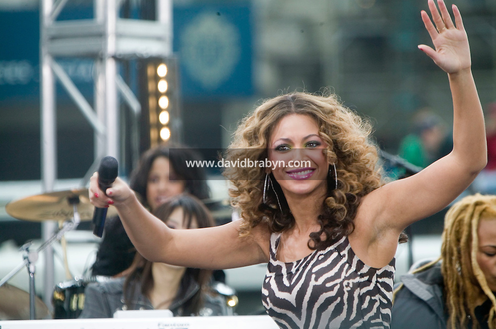 American Singer Beyonce Knowles tapes a performance on a stage in the streets of New York City, USA, 2 April 2007, for CBS's Early Show television program.