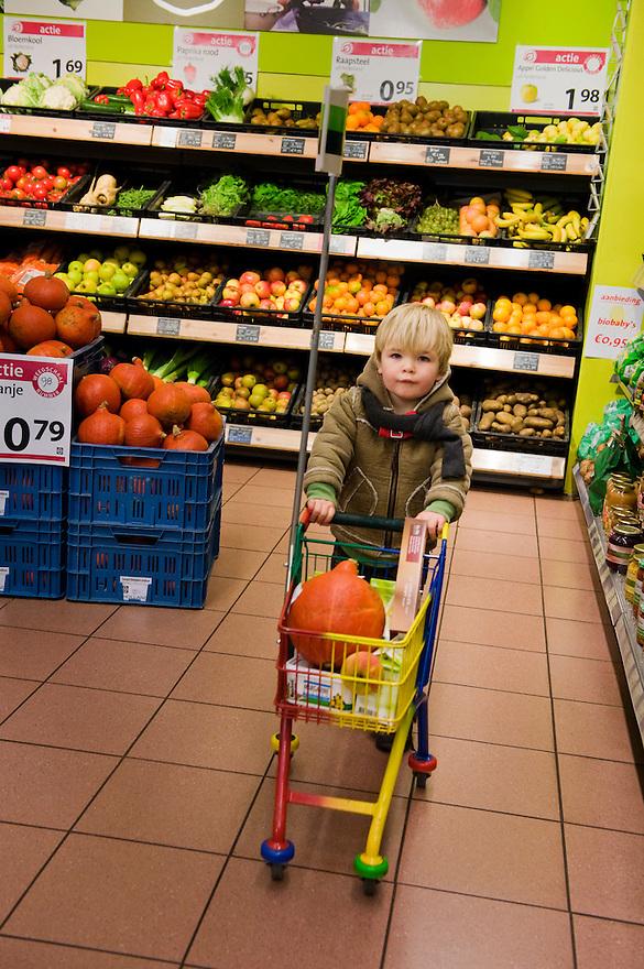 Nederland, De Bilt, 19 nov 2009..Natuurwinkel.. .Foto (c) Michiel Wijnbergh