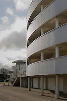 Facade courbe en metel profile habillant 4 immeubles de l'avenue Roger Dodin