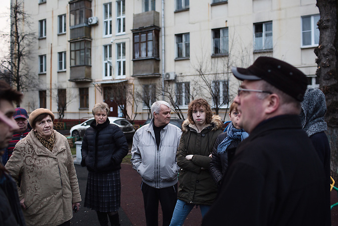 Oberoende politikern och juristen Sergej Batjarov meets with district activists, the owners of the appartments at Presnya district  in Moscow. / Abrisspläne in Moskau 2017 für über 1 Million Menschen, Demolition plans in Moscow for over 1 Million people