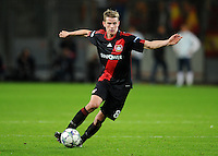 FUSSBALL   CHAMPIONS LEAGUE   SAISON 2011/2012  Bayer 04 Leverkusen - FC Valencia           19.10.2011 Lars BENDER (Bayer 04 Leverkusen) Einzelaktion am Ball