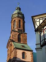Blick von Geiststr. auf Turm der Marktkirche St. Jacobi, Einbeck, Niedersachsen, Deutschland, Europa<br /> Geist St. Market church St. Jacobi, Einbeck, Lower Saxony, Germany, Europe