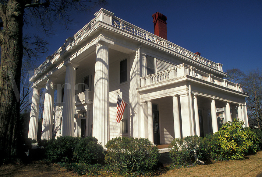 AJ3965, antebellum, Madison, mansion, Georgia, An Antebellum house with white columns in the Historic District of Madison in the state of Georgia.