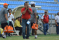SANTA MARTA - COLOMBIA, 12-10-2019: Carlos Silva Socarras técnico de Unión gesticula durante el partido por la fecha 17 de la Liga Águila II 2019 entre Unión Magdalena y Envigado F.C. jugado en el estadio Sierra Nevada de la ciudad de Santa Marta. / Carlos Silva Socarras coach of Union gestures during match for the date 17 as part Aguila League II 2019 between Union Magdalena and Envigado F.C. played at Sierra Nevada stadium in Santa Marta city. Photo: VizzorImage / Gustavo Pacheco / Cont