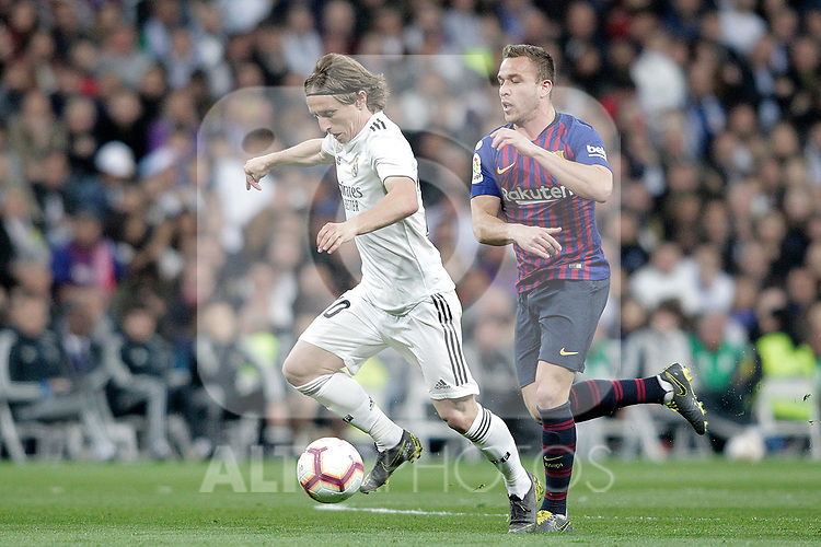 Real Madrid CF's Luka Modric and FC Barcelona's Arthur Melo  during La Liga match. March 02,2019. (ALTERPHOTOS/Alconada)