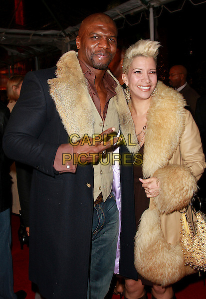 "TERRY CREWS & REBECCA CREWS.""Welcome Home Roscoe Jenkins"" Premiere held at Grauman's Chinese Theatre, Hollywood, California, USA..January 28th, 2008.half length black coat beige fur trim collar brown dress married husband wife v peace sign .CAP/ADM/CH.©Charles Harris/AdMedia/Capital Pictures."