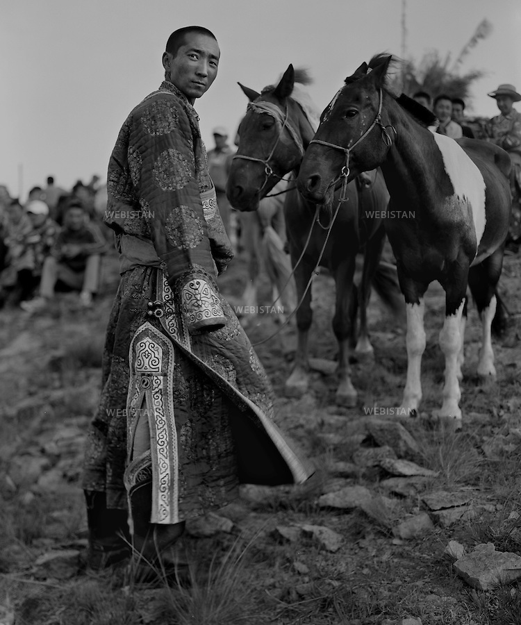 Inner Mongolia. 2008:  The people in the sacrificial rite to gods <br /> <br /> Mongolie interieure. 2008: Groupe de gens lors d un rite sacrificiel aux dieux