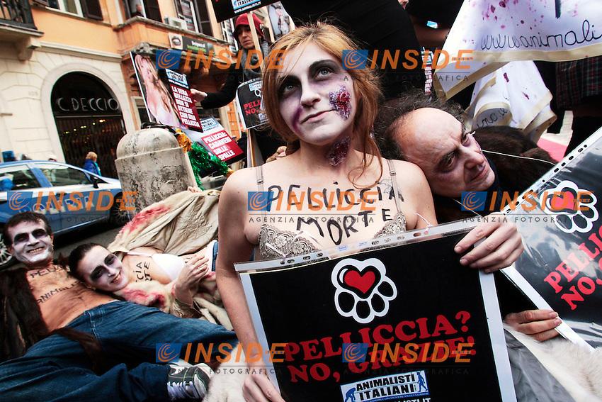 Roma 14/12/2012 Via del Corso. Manifestazione degli Animalisti Italiani contro le pellicce..Demostration against furs.Photo Samantha Zucchi Insidefoto