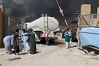 Abu Ghraib, Iraq, April 12, 2003.Iraqis looting an industrial warehouse in Abu Ghraib, about 30 km South-West of Baghdad