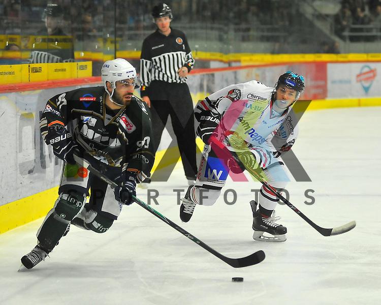 Frederik CABANA (SC Bietigheim Steelers), Ludwig WILD (EVL Landshut Eishockey).<br /> <br /> Deutschland, Bietigheim-Bissingen:  Eishockey, DEL2 PlayOff Halbfinale: SC Bietigheim Steelers vs. EVL Landshut Eishockey am 06.04.2015,  EgeTrans Arena im Spiel SC Bietigheim - EV Landshut.<br /> <br /> Foto &copy; P-I-X.org *** Foto ist honorarpflichtig! *** Auf Anfrage in hoeherer Qualitaet/Aufloesung. Belegexemplar erbeten. Veroeffentlichung ausschliesslich fuer journalistisch-publizistische Zwecke. For editorial use only.