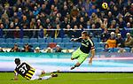 Nederland, Arnhem, 27 januari 2013.Eredivisie.Seizoen 2012-2013.Vitesse-Ajax.Guram Kashia, aanvoerder van Vitesse keert de inzet van Siem de Jong, aanvoerder van Ajax.