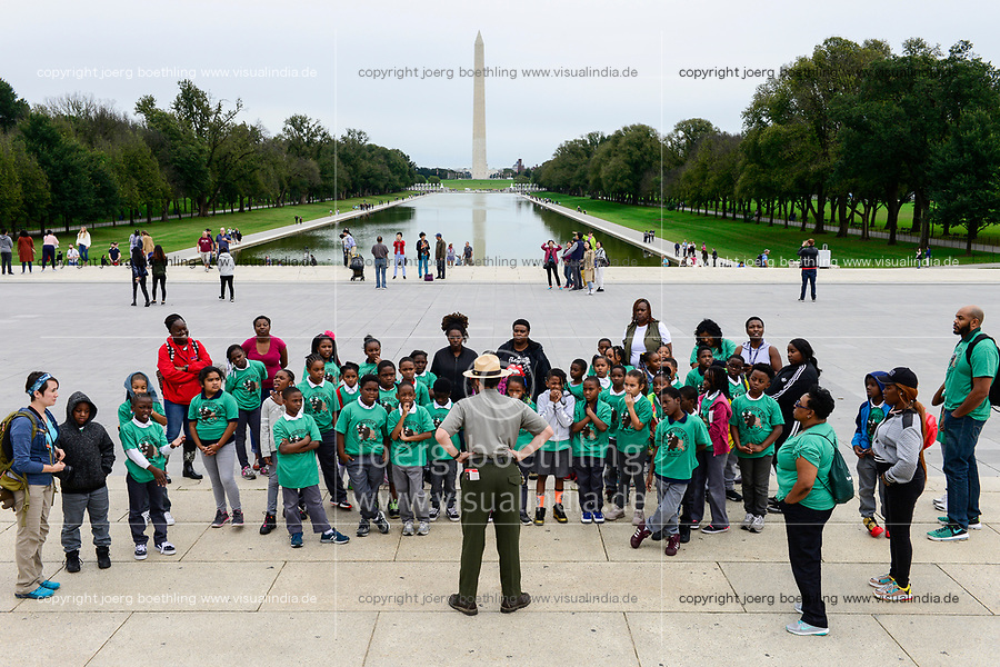 USA, Washington, West Potomic Park, view from Lincoln memorial to reflection bassin and Washington monument , afro-american school class on explanation tour with white ranger