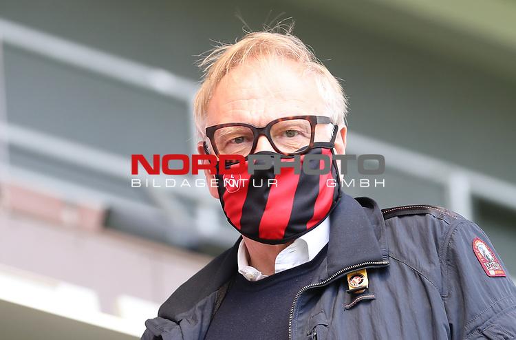 nph00001  17.05.2020 --- Fussball --- Saison 2019 2020 --- 2. Fussball - Bundesliga --- 26. Spieltag: FC Sankt Pauli - 1. FC Nürnberg ---  DFL regulations prohibit any use of photographs as image sequences and/or quasi-video - Only for editorial use ! --- <br /> <br /> Thomas Grethlein (Aufsichtsratsvorsitzender 1. FC Nürnberg ) mit Mundschutz Maske <br /> <br /> Foto: Daniel Marr/Zink/Pool//via Kokenge/nordphoto