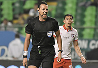 PALMIRA - COLOMBIA, 13-11-2019: Wilmar Roldan, arbitro, durante partido entre Deportivo Cali e Independiente Santa Fe por la fecha 2, cuadrangulares semifinales, de la Liga Águila II 2019 jugado en el estadio Deportivo Cali de la ciudad de Palmira. / Wilmar Roldan, referee, during match between Deportivo Cali and Independiente Santa Fe for the date 2, quadrangular semifinals, as part Aguila League II 2019 played at Deportivo Cali stadium in Palmira city. Photo: VizzorImage / Gabriel Aponte / Staff