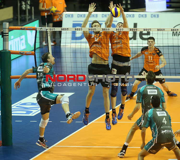 14.11.2015, Max Schmeling Halle, Berlin, GER, 1.VBL, BR VOLLEYS VS. SWD DUEREN, im Bild <br /> Paul Carroll (BR Volleys), Nicolas Le Goff (BR Volleys), Matthias Pompe (Dueren), Bas van Bemmelen (Dueren)<br /> <br />      <br /> Foto &copy; nordphoto /  Engler