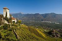 Italien, Suedtirol, Schloss Lebenberg, erbaut im 13. Jahrhundert, oberhalb von Tscherms zwischen Meran und Bozen   Italy, South Tyrol, Alto Adige, Castel Monteleone above Tscherms between Merano and Bolzano