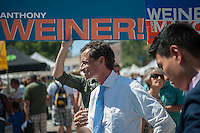 """NYC Mayoral candidate Anthony Weiner campaigns at the Brighton Beach Jubilee in the Brighton Beach neighborhood of Brooklyn in New York on Sunday, August 25, 2013. The neighborhood is sometimes colloquially named """"Little Odessa"""" because of its popularity amongst Russian emigres and its proximity to the ocean. (© Richard B. Levine)"""
