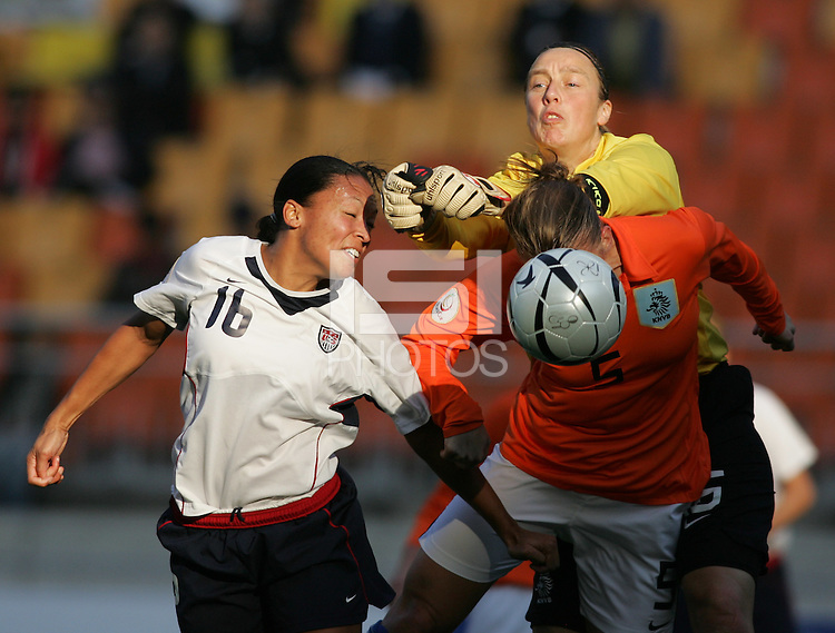 Nov 2, 2006: Suwon, South Korea:  Angela Hucles, Petra Hogewonig, Loes Geurts
