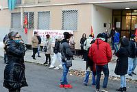 Roma, 20 Gennaio 2017<br /> San Basilio, case popolari.<br /> Abitanti del quartiere e sindacato ASIA USB  in presidio per impedire lo sfratto della signora Eleana, gravemente malata di tumore, che vive da 5 anni in una casa popolare a San Basilio.